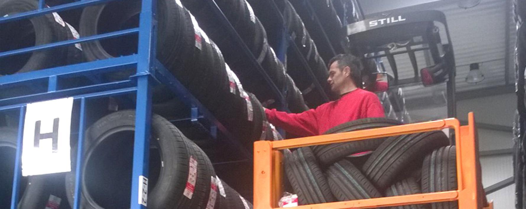 plateforme distribution 15 000 pneus professionnels