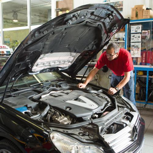 Entretien de révision d'une voiture chez Côté Route Barneaud